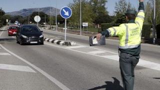Tráfico revisará los neumáticos de más de 5.000 vehículos en Galicia