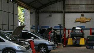 Los talleres uruguayos vuelven a reparar coches asegurados... de momento