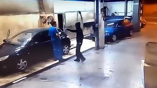 Un ladrón entra a robar en un taller y acaba limpiando los coches