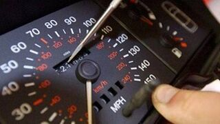 Investigan a un concesionario por manipular cuentakilómetros
