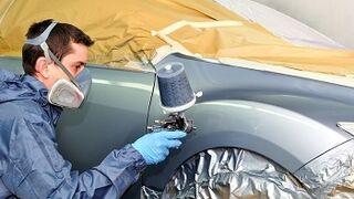 Un hombre fallece intoxicado mientras pintaba un coche en su casa
