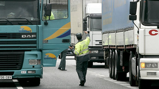 Más de 40 multas diarias en Galicia a camiones y autobuses por deficiencias técnicas