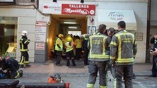 El derrumbe de parte de un edificio afecta a un taller en Madrid