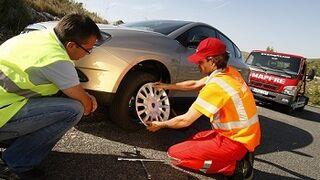Baterías y fallos en el motor, origen de tres de cada cuatro asistencias en carretera