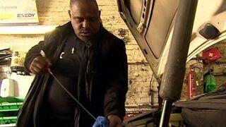 Un mecánico salva a enfermos con cáncer de próstata desde su taller