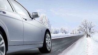 Revisar los neumáticos o la batería, clave para los desplazamientos seguros en Navidades