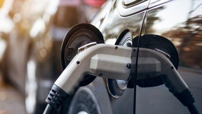Asegurar un coche eléctrico es más caro que uno convencional