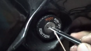 Cómo sacar una llave rota de la cerradura de arranque