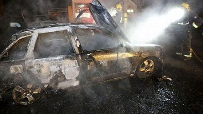 Un incendio arrasa un taller mecánico de Ibiza