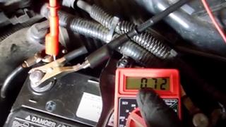 Cómo verificar las fugas de corriente en un vehículo