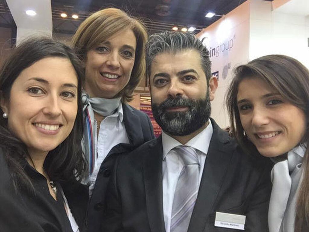 La directora de Infotaller, Mar Calderón, con el equipo de marketing de bilstein group, liderado por Gerardo Martínez.