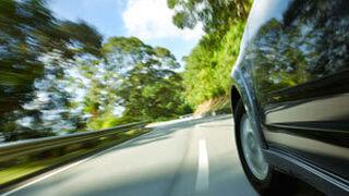 Neumáticos y frenos, los más afectados por alta velocidad