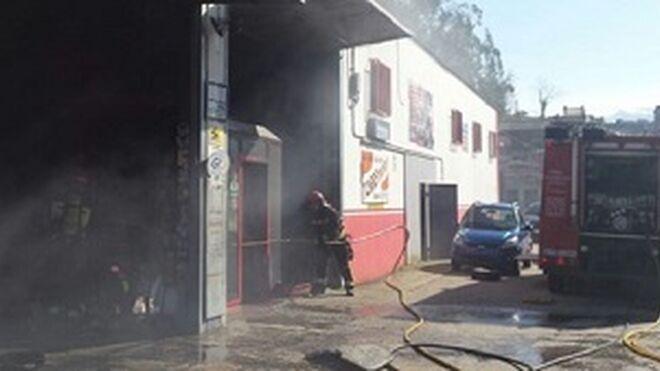 Se incendia un taller agrícola en Badajoz