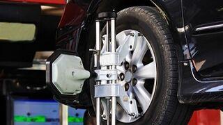 Cómo afectan los ángulos de dirección a las ruedas