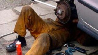 Los talleres de Castellón denuncian reparaciones ilegales en la calle