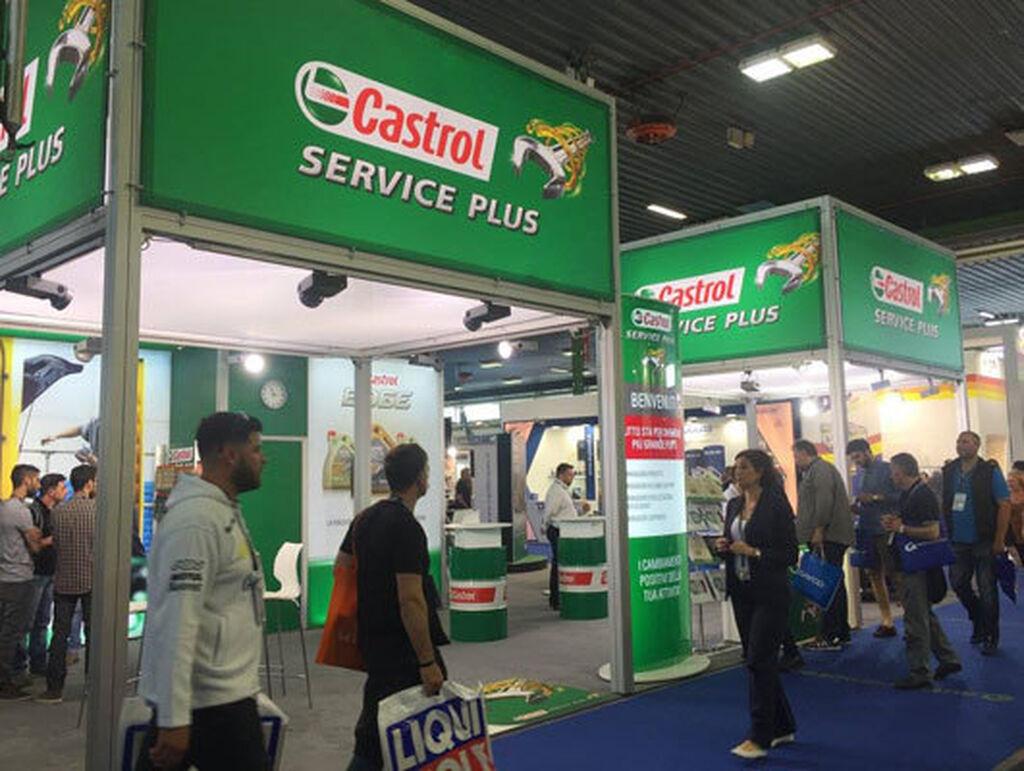 Expositor de Castrol Service Plus.
