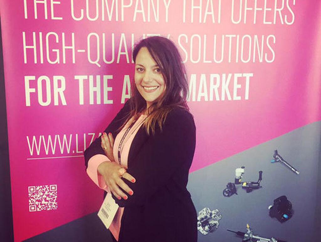 Mónica Fuentes de Cía en el stand de Lizarte en Autopromotec 2017.