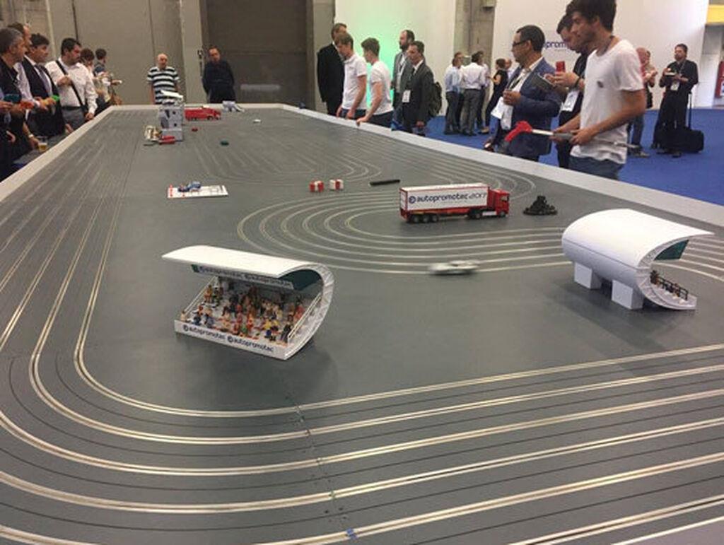 Scalextric instalado en la zona recreativa de Autopromotec 2017.