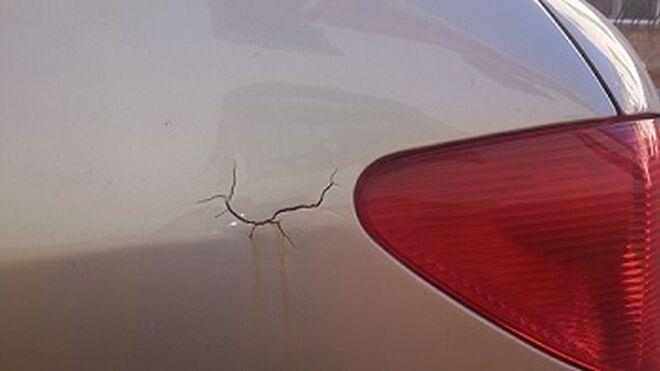 Patas de gallo y descolgamiento, signos de un coche mal pintado