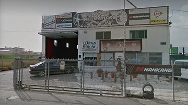 Se incendia un almacén de neumáticos en Murcia