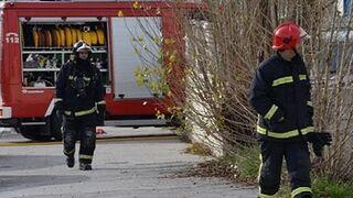 Calcinada una furgoneta por el incendio de un taller en Villajoyosa (Alicante)