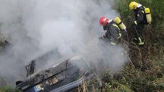 Roban un taller y queman el coche en el que huyen