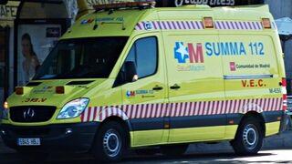 Un mecánico sufre heridas graves al caerle un torno en un taller