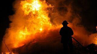 Un taller mecánico ilegal provoca un incendio en Madrid