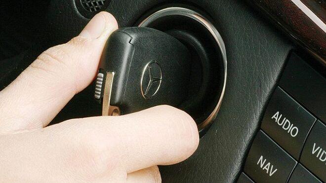 Pasos para eliminar el inmovilizador del motor en un Renault Mégane
