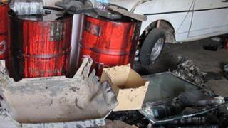 La Policía desmantela un taller ilegal al aire libre en Sueca (Valencia)