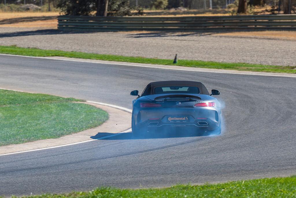 La serie 6 de Continental demuestra un excelente agarre en curvas