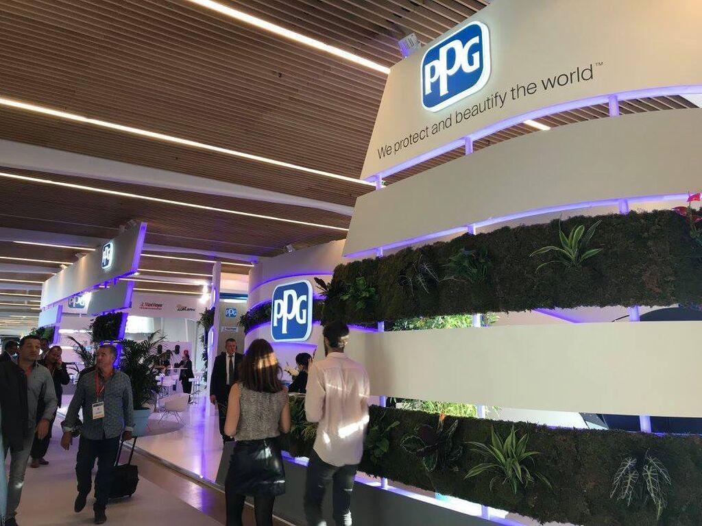 Impresionante stand de PPG situado en el pasillo entre los pabellones 1 y 2