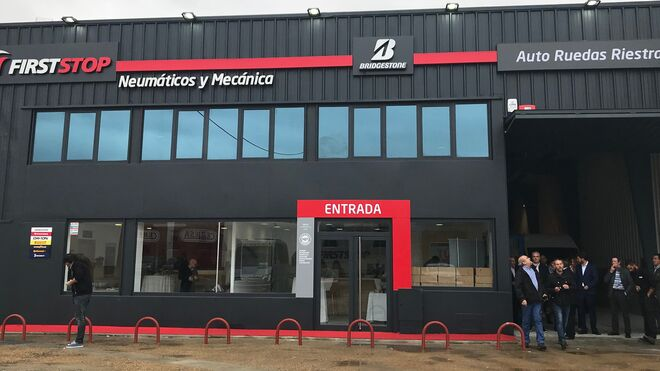 Auto Ruedas Riestra enseña la nueva imagen de los talleres First Stop