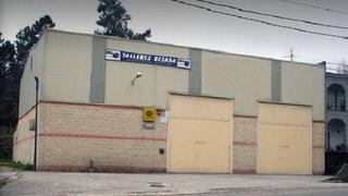 La policía vigila a diario que un taller ilegal no reabra en Ponteareas (Pontevedra)
