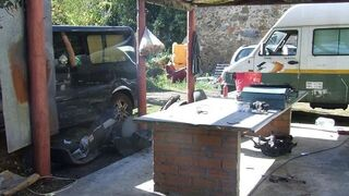 Los Mossos localizan un taller ilegal en una masía abandonada de Girona