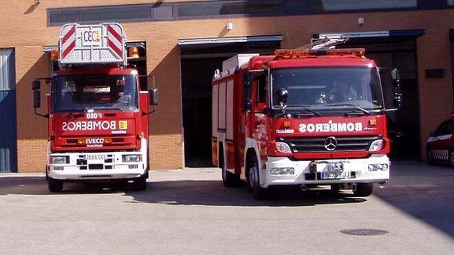 Arden siete coches en el incendio de un concesionario en Oviedo