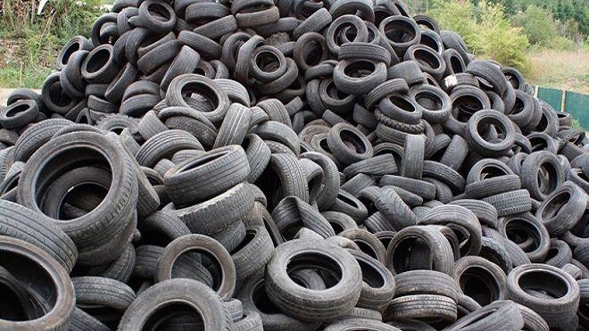Sancionan con 10.000 euros a una empresa por almacenar neumáticos sin licencia