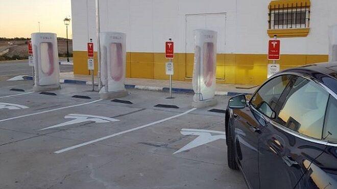 Tesla abre en Sevilla una estación de supercargadores para coches eléctricos