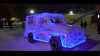 Siberia acoge en sus calles la réplica de un Mercedes Clase G con carrocería de hielo