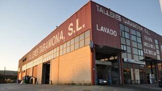 Intoxicadas por humo cinco personas por un incendio en un taller de Sondika