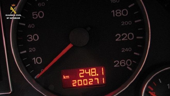 Investigados por manipular el odómetro de 63 vehículos