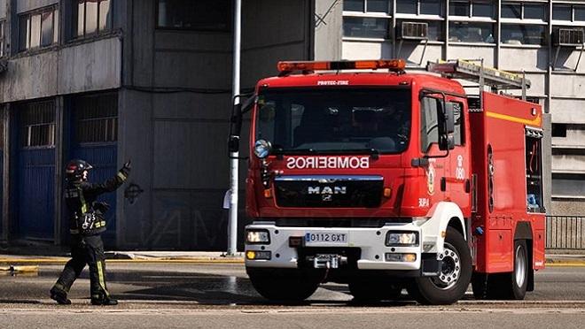 Un incendio provoca graves daños en un concesionario de Vigo
