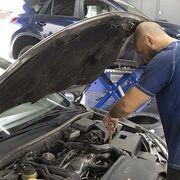 El 50% de los conductores rellena por su cuenta el aceite del automóvil