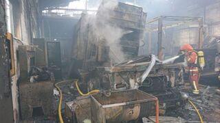 Un incendio calcina un taller en Quart de Poblet (Valencia)