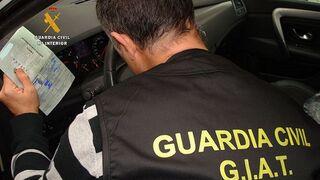 Investigan a dos hombres por falsificación de tarjetas de ITV