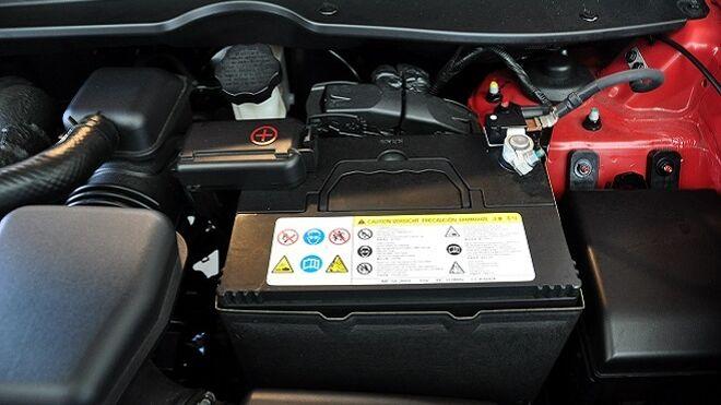 Qué precauciones hay que tener en cuenta al cambiar la batería