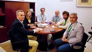 La patronal pide apoyo al PP en Sevilla para luchar contra los ilegales
