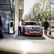 Audi prepara conectar su modelo eléctrico Audi e-tron con el hogar del usuario