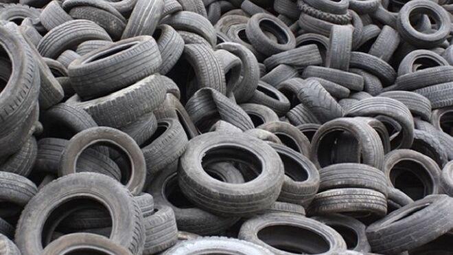 Denuncian un vertedero con 35.000 neumáticos abandonados en Chiva