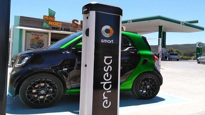 Smart y Endesa inauguran la primera red de carga pública para coche eléctrico en Ibiza